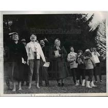 1961 Press Photo Spectators at Hinckley Ridge, Ohio