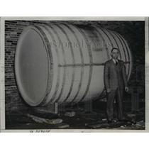 1936 Press Photo Ernesr Biegazski plans to ride cross Atlantic in this barrell