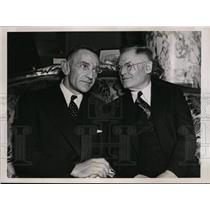1937 Press Photo Charles Casey Stengel Bee mgr & owner Robert Quinn - nes30417