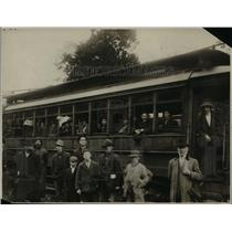 1923 Press Photo Electric train & crowds arrive for a boxing bout