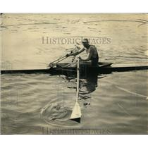 1922 Press Photo Milton Belyea believes his wider oars give him more power.