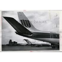 1974 Press Photo United Airlines new paint job seen at airport