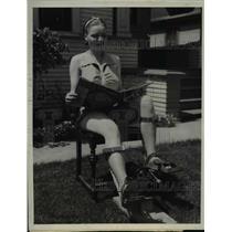 1938 Press Photo La Calif Berdean Eline demonstrates new exercise peddles