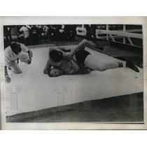 1934 Press Photo H Meehan of Canada vs A Dudgeon wrestling - nes30307