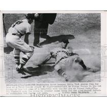 1955 Press Photo Washington third baseman Eddie Yost scores from 2nd base