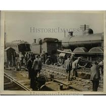 1926 Press Photo Railroad train crash at Copely Holl England - nex82151