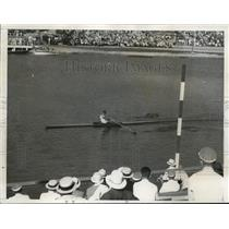 1932 Press Photo William Miller wins single sculls elimination race - nes32622