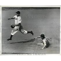 1942 Press Photo Pirates Pete Coscarart out at 2nd vs Billy Herman Dodgers