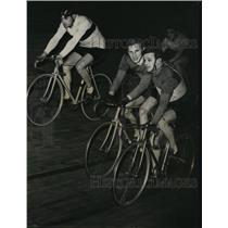 1947 Press Photo Six day bike race at Vel D Niv in Paris Schulte & Boeyen