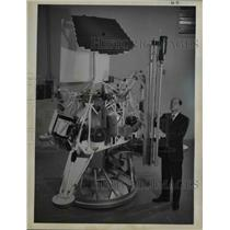 1962 Press Photo Dr Fred Adler manager space systems Hughes Aircraft Company