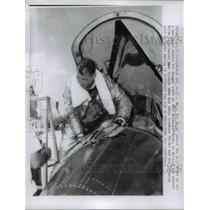 1961 Press Photo Major Bob White Leaving the X-15 Set New Record 3690 MPH