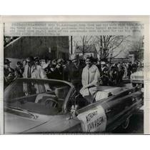 1932 Press Photo Astronaut John Glenn & wife in Newport News VA parade