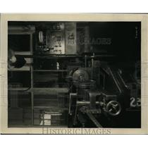 1927 Press Photo Auto assembly plant & silent room for gear testing