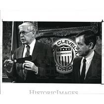1988 Press Photo Douglas Thomson and Mayor Voinich - cva43836
