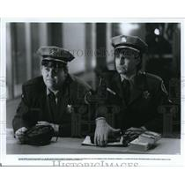 1986 Press Photo John Candy and Eugene Levy star in Armed And Dangerous