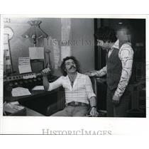 1977 Press Photo Eric Stevens WWWM-FM Manager with Bill Stallings - cva42398