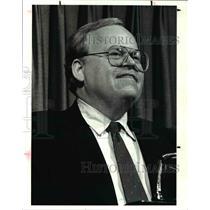 1988 Press Photo City Club Speaker Paul Weaver - cva46583
