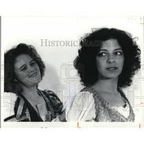 1978 Press Photo Lucetta and Julia discuss Julia's gentlemen callers - cva48712