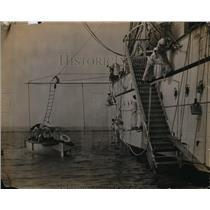 1922 Press Photo Japanese cadets painting training ship Taisei Maru