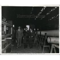 1941 Press Photo Sidney Hillman of CPM at Lockheed Aircraft Corp & Vega Airplane