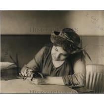 1919 Press Photo Elizabeth Cullen & Peter the Pet Terrapin