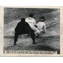 1949 Press Photo Al Evans of Nationals safe at 3rd vs Red Sox Johnny Pesky