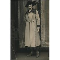 1918 Press Photo Full Length Womens Coat with Wide Collar and Buttons Down Side