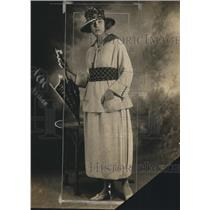 1918 Press Photo Ladies Rainy Day Fashions with Umbrella