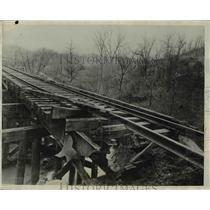 1932 Press Photo Hooking Valley Mine Strike Dnamite Bridge in Mine Yard