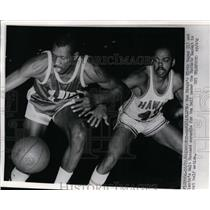 1969 Press Photo Elvin Hayes of Rockets vs Hawks Walt Hazzard at Atlanta game