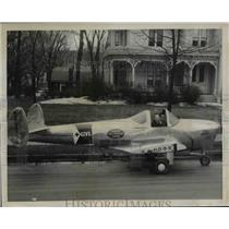 1947 Press Photo Land Piloted Plane bu William Saunders in front of Truman Home