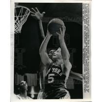 1966 Press Photo Knicks Dick VanArsdale vs Hawks Bill Bridges at St Louis