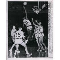 1953 Press Photo Nationals Earl Lloyd vs Knicks Dick McGuire, Con Simmons