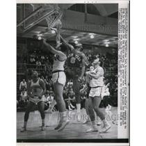 1962 Press Photo Knicks Willie Naulls vs Warriors Tom Gola, George Lee