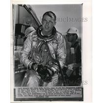 1962 Wire Photo Air Force Maj. Robert M. White peels off his gloves - cvw07183