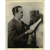 1933 Press Photo Pat Barnes, veteran radio actor - cva98071
