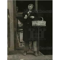 1922 Press Photo Betty Dawson with Basket of Deliveries from Candy Store