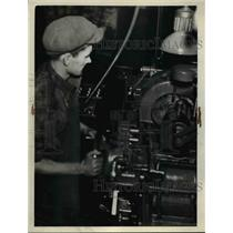 1927 Press Photo Worker at National Acme Co grinding knee action parts