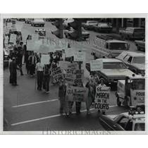 1973 Press Photo Drugstore owner, pharmacist & clerks protest - cva75464