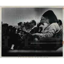 1976 Press Photo Spectators at Euclid Hi Anti businf meeting at Cleveland