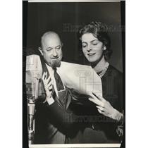 "Press Photo Ken McGregor & Linda Berlin Performing """"My True Story"" - cva74695"