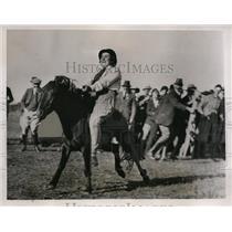 1935 Press Photo Woman rider at Dartmoor Devonshire England rodeo - nes38666