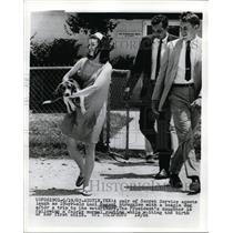 1967 Press Photo A pair of secret service agents laugh as Luci Nugent struggles