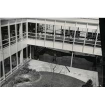 Press Photo Courtyard at Valley Forge High School - Parma Public Schools