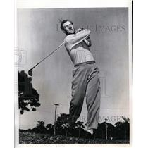 1941 Press Photo Fireman Johnny Murphy of Yankees golfing at St Petersburg Fla