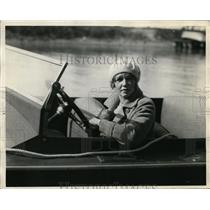 1928 Press Photo Mrs LW Sanderson of Cleveland Yachting Club