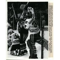 1952 Press Photo Black Hawks goalie Murray Bannerman vs Cannucks Curt Frazer