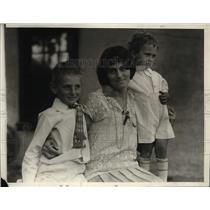 1928 Press Photo Mrs Louis Hagenberger Wife of Lt & Children Carl & Francis