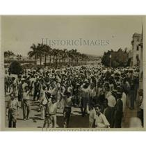 1933 Press Photo Hysterical Mob Parading Down Prado After President's Downfall