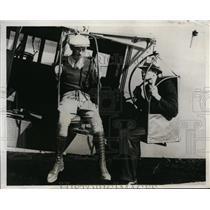 1932 Press Photo Frank Austin Testing Automatic Passenger Dumping Apparatus